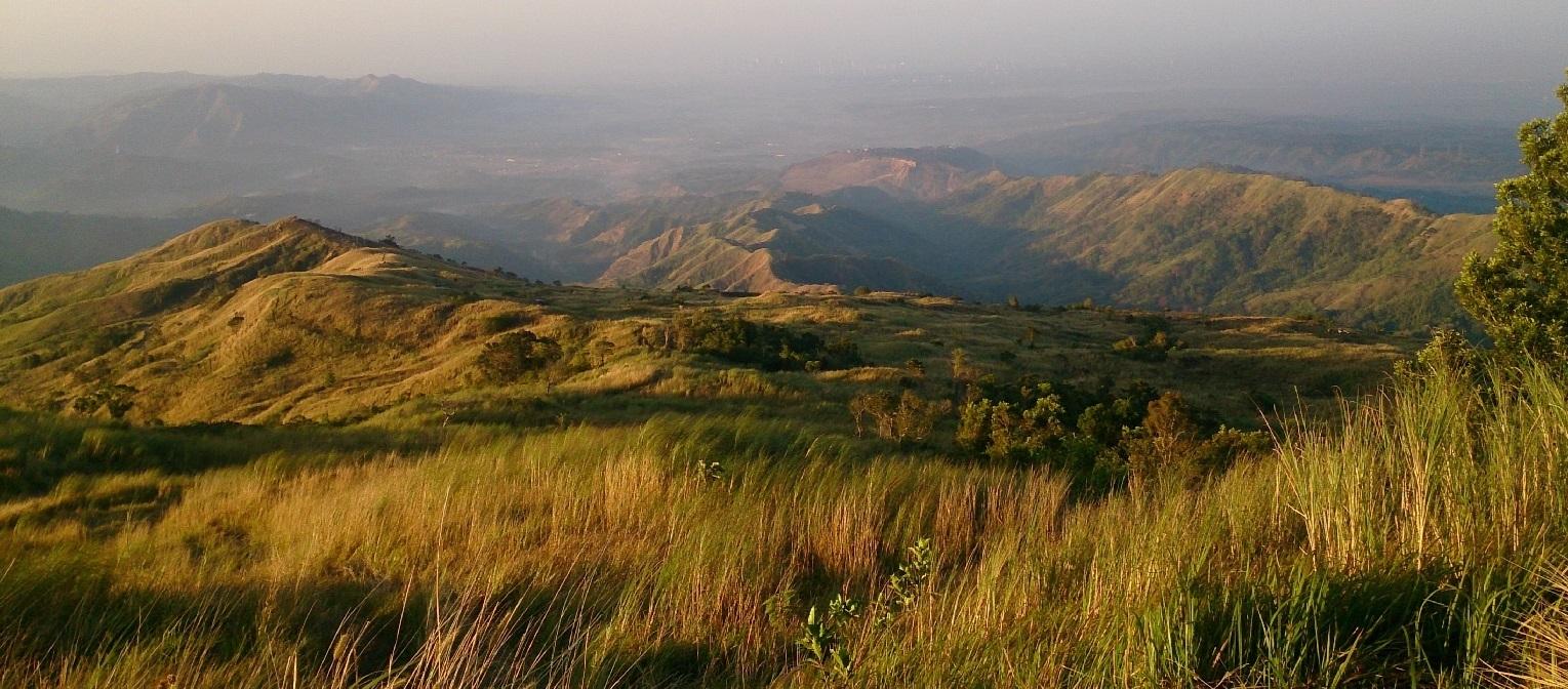 Mt. Balagbag by day (Kris Crismundo / PNA)