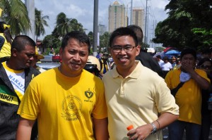 Then Vice Mayor Romulo 'Kid' Peña (left) with Mayor Jejomar 'JunJun' Binay of Makati City (Photo courtesy of Peña's Facebook page)