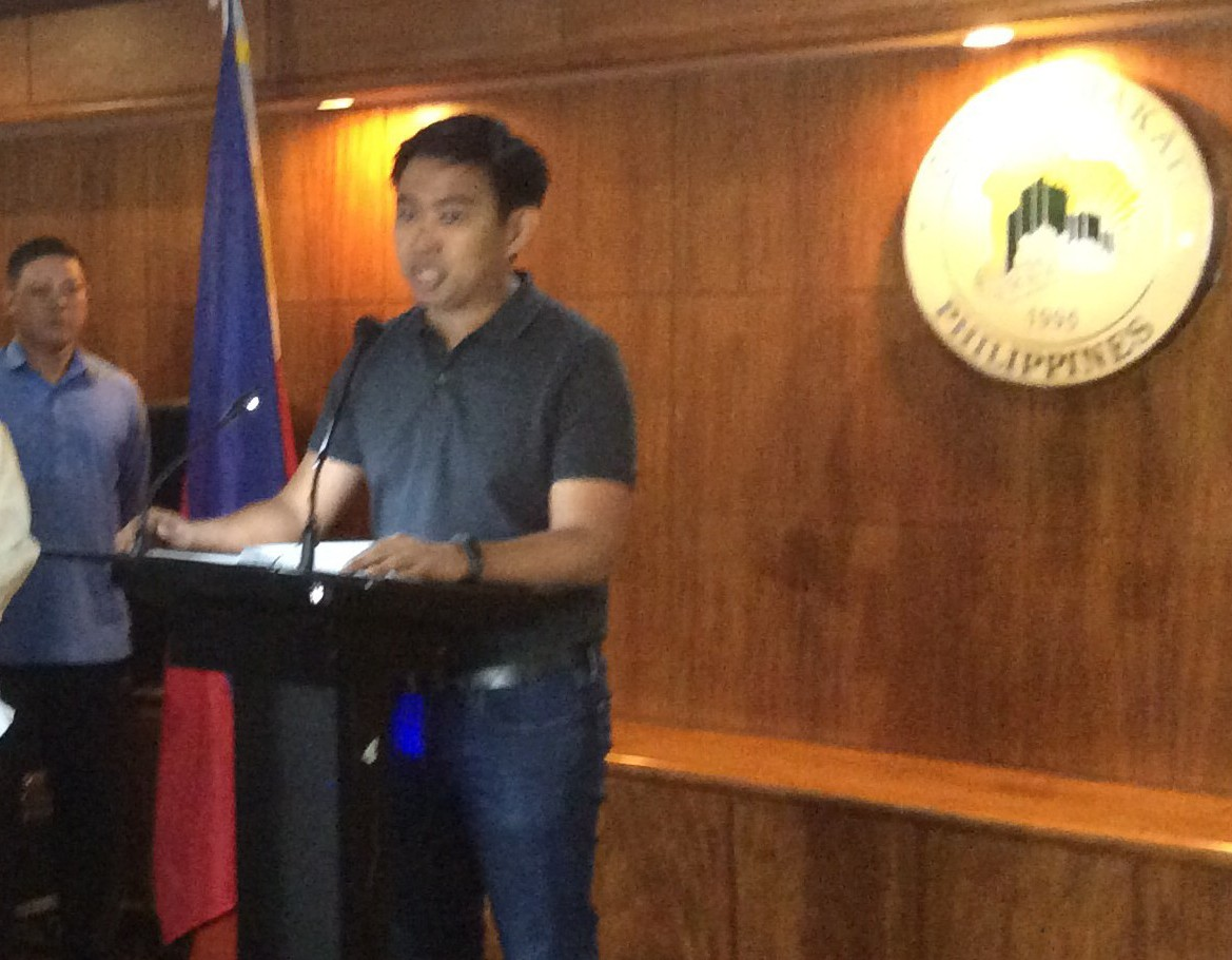 Makati Mayor JunJun Binay delivers his speech at the Makati City Hall after Ombudsman issued suspension order against him and 22 other Makati City staff (PNA photo)