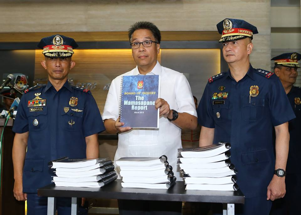 DILG Secretary Mar Roxas accepts from PNP Board of Inquiry Chairman PDir Benjamin Magalong the copies of the report on the Mamasapano clash during the official turnover on Friday, March 13 at the National Headquarters lobby in Camp Crame, Quezon City. (PNP-PIO PHOTO)