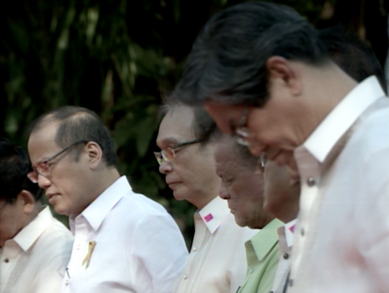 President Aquino hosts prayer gathering with Christian groups in Malacañan Palace. (Photo via Radio-TV Malacanang)