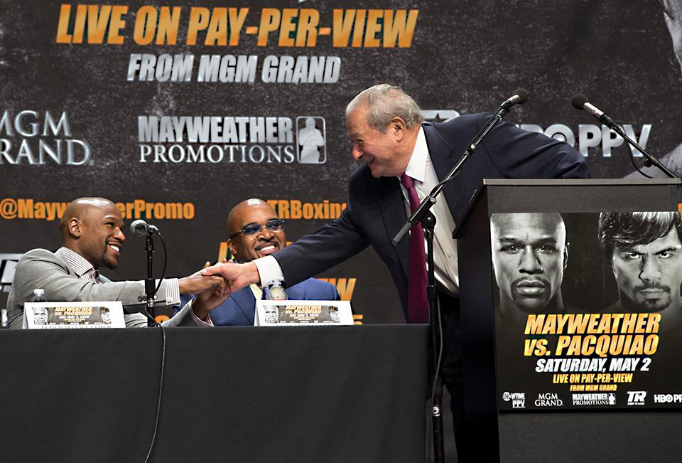 Top rank's Bob Arum shakes Floyd Mayweather's hand to kickoff the LA presser (Photo by Mikey Williams)