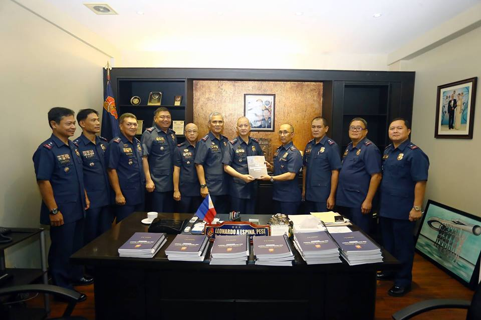 PNP-OIC PDDG Leonardo Espina accepts from PNP Board of Inquiry Chairman PDir Benjamin Magalong the finished BOI's report on the Mamasapano clash at 7:00 PM on Thursday, March 12 at the PNP Deputy Chief for Operations Office in Camp Crame, Quezon City. (PNP-PIO)