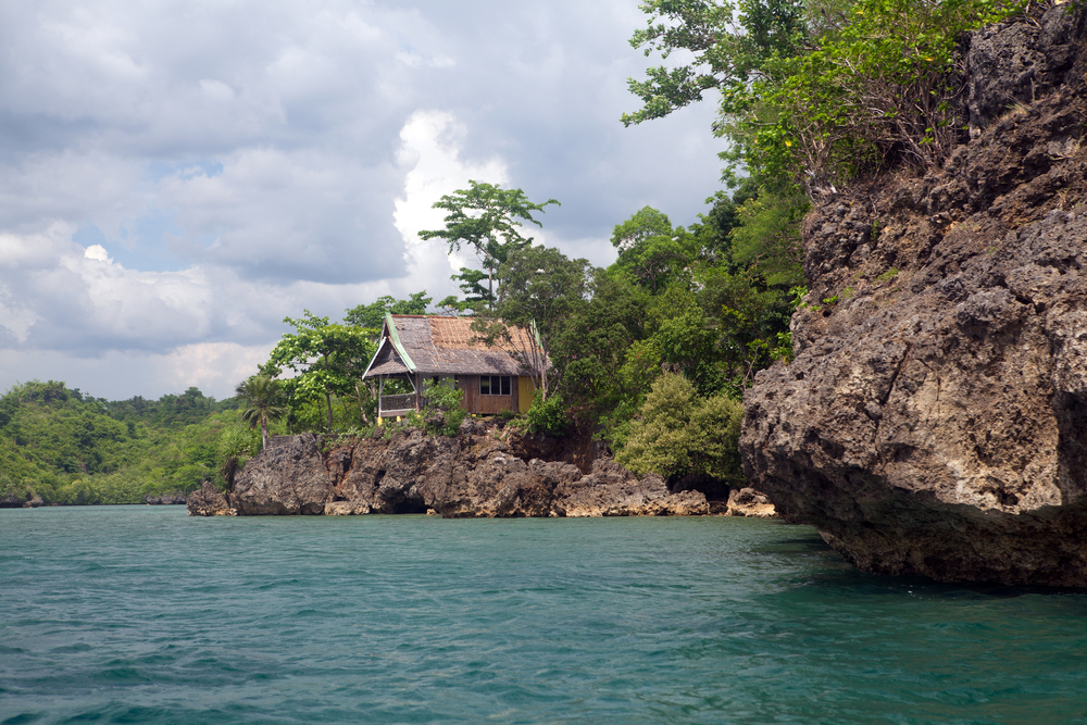 Getaway vacation cottages overlook emerald green ocean in the Guimaras Islands, Philippines  (Art Phaneuf Photography / Shutterstock)
