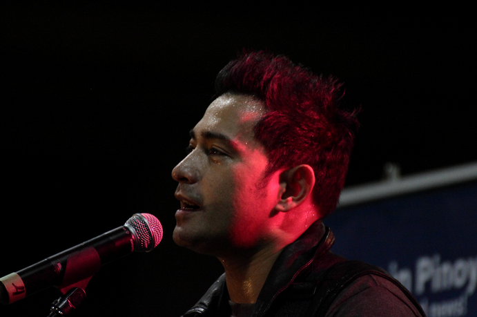 Cesar Montano in a concert last year in Vancouver, BC. (Photo by Juvethski/Flickr)
