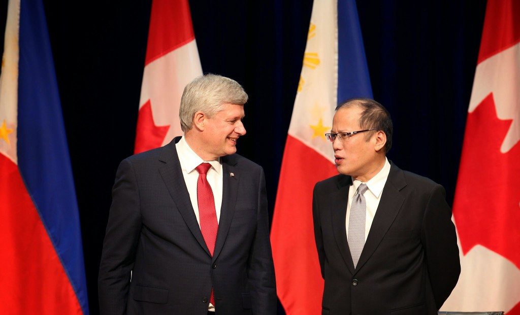 (TORONTO, Canada) President Benigno S. Aquino III converses with The Right Honourable Stephen Harper, Prime Minister of Canada during the Reception hosted by PM Harper in Honor of President Aquino and the Filipino Community at the Roy Thomson Hall for his State Visit to Canada. (Photo by Ryan Lim/ Malacañang Photo Bureau)
