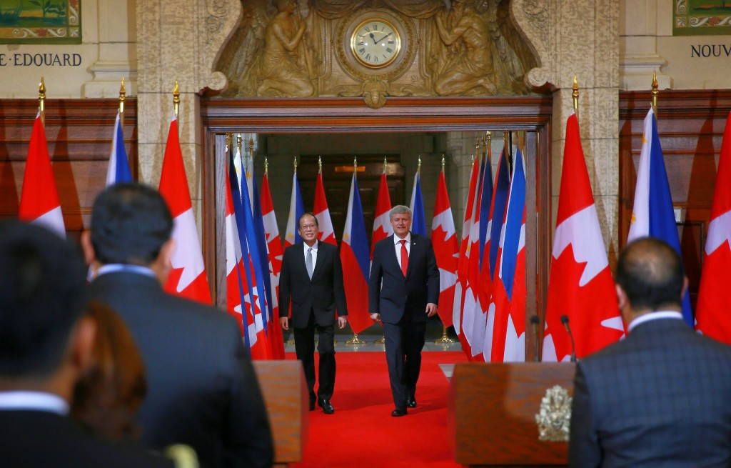 (OTTAWA, Canada) President Benigno S. Aquino III is welcomed by The Right Honourable Stephen Harper, Prime Minister of Canada upon arrival at the Peace Tower Entrance, Centre Block of the Parliament Hill during the Welcoming Ceremony for his State Visit to Canada. (Photo by Benhur Arcayan/ Malacañang Photo Bureau)