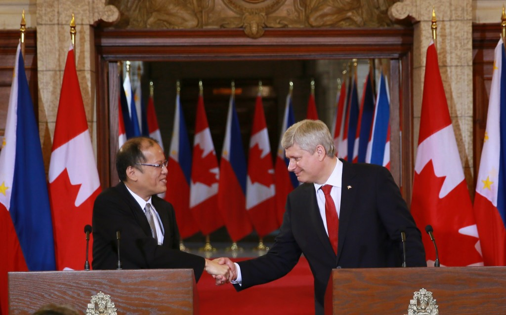 (OTTAWA, Canada) President Benigno S. Aquino III shakes hand with The Right Honourable Stephen Harper, Prime Minister of Canadaafter their speech at the Joint Press Conference at the Reading Room, Room 237-C, Centre Block of the Parliament Hill for the Signing Ceremony and Joint Press Conference for his State Visit to Canada. (Photo by Benhur ARcayan / Malacañang Photo Bureau)