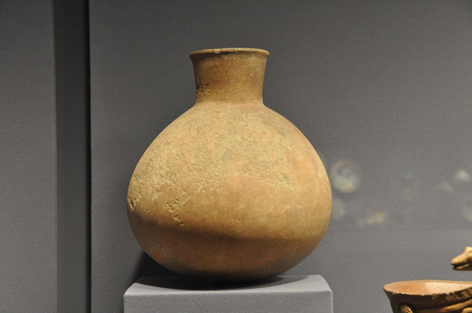Ancient jar excavated in the Philippines (Photo by Jun Cunanan)