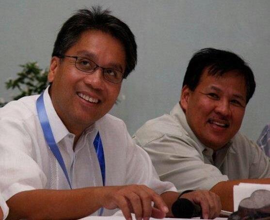 Interior Sec. Mar Roxas (left) with the late Interior Sec. Jesse Robredo (Facebook photo)
