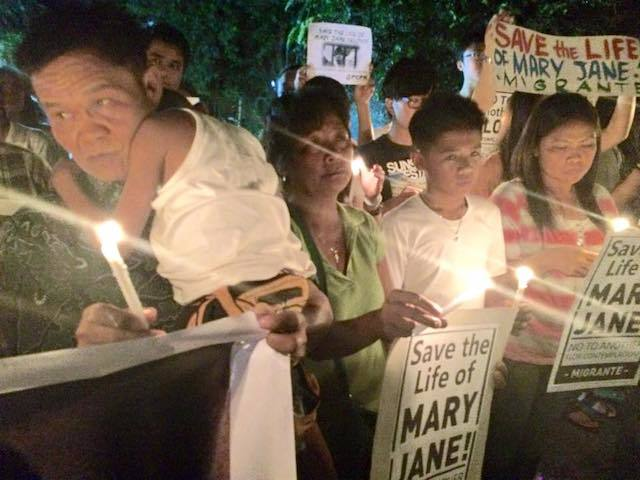 Cesar and Celia Veloso (left), parents of drug trafficking convict Mary Jane Veloso, during a prayer vigil night prior their daughter's scheduled execution on April 29. Veloso was then granted temporary reprieve.  (Photo courtesy of Migrante International)