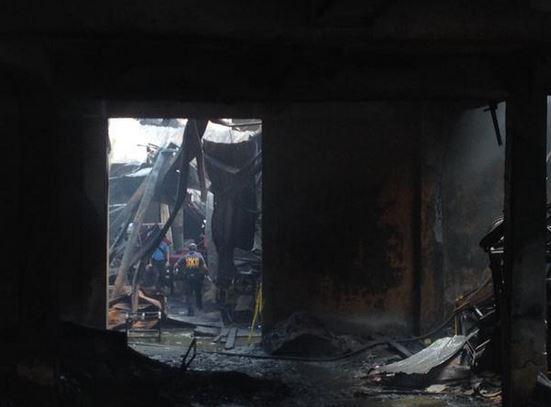 Fire gutted Kentex Corporation in Valenzuela City (Dennis Datu / Twitter)