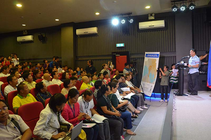 MMDA's earthquake disaster forum with barangay officials as part of its preparation for the projected earthquake to hit the country (Photo from MMDA's website)