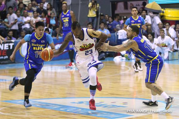 Marcus Blakely plays for the Hotshots as against the Blackwater Elite in the penultimate playdate of the PBA Governors' Cup elimination round (PBA image/Nuki Sabio)