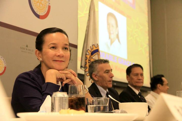 Senator Grace Poe (left) at the Rotary Club of Manila's Journalism Awards