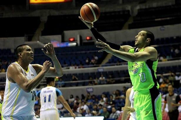 Globalport Asian import Omar Krayem (right) plays against Talk N' Text (Photo from Krayem's official Facebook page)