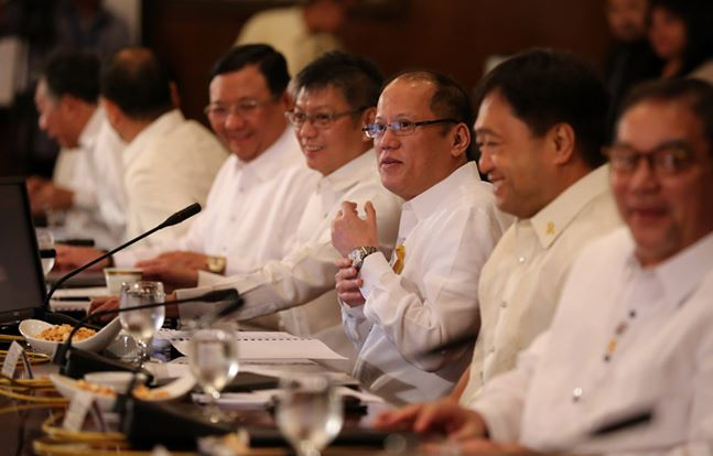 "President Benigno ""Noynoy"" Aquino III (middle) with his Cabinet members  (Photo from Aquino's official Facebook page)"