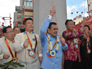 Manila Mayor Joseph Ejercito Estrada (center) and Chinese Ambassador to the Philippines Zhao Jianhua (right) lead the unveiling of the new Chinatown Friendship Arch at the foot of Jones Bridge in Binondo, Manila on Tuesday (June 23, 2015). The arch, which is 63.8 feet in height and 74 feet in width, is the tallest and largest such arch in the world outside of China. Before its construction, the Chinese Friendship Arch in Washington, D.C, with a height of 60 feet and width of 74 feet, was the biggest. The arch was constructed without a single peso coming from the city government of Manila. It was funded by donation from businessmen in the People's Republic of China and solicited by the Philippine-Chinese Amity Club. (PNA photo by Avito C. Dalan)