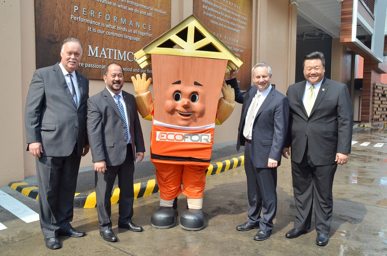 Ambassador Reeder, Senator Enverga, Minister Fast and Charles Liu, President and CEO of Matimco, the biggest Filipino importer of Canadian wood