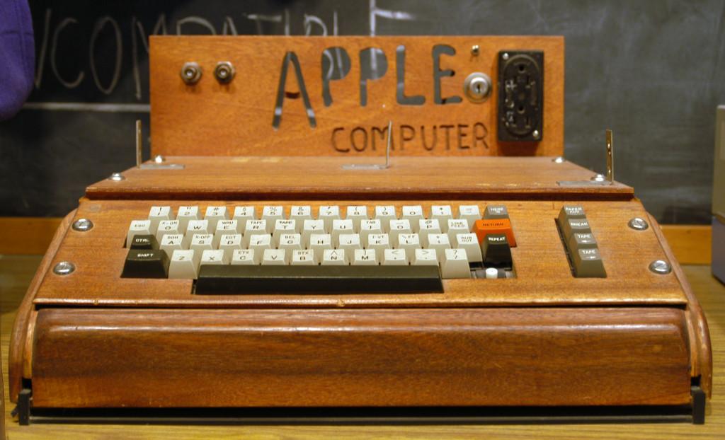 Apple 1 computer (Wikipedia photo)