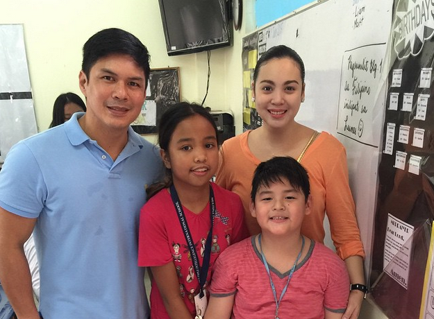 Kapamilya actress Claudine Barretto with estranged husband Raymart Santiago and two kids Sabina and Santino (Photo from Barretto's official Instagram account)