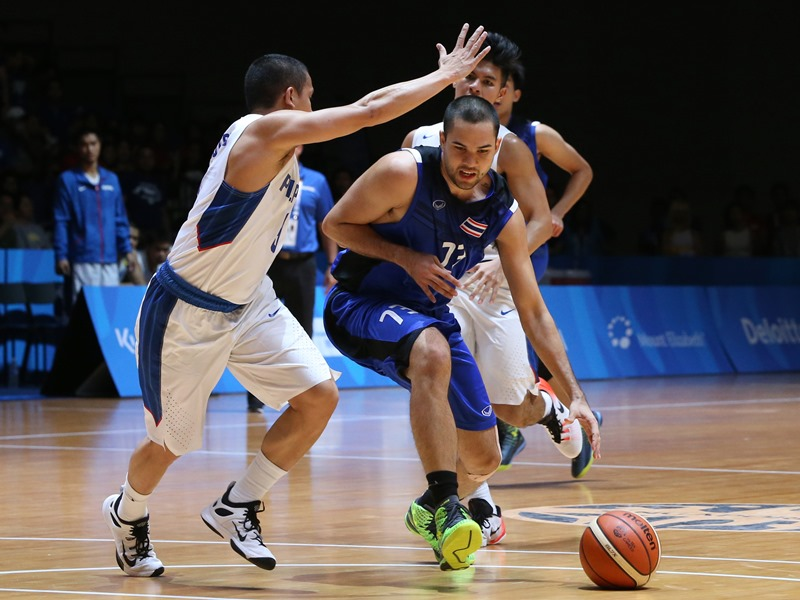28th SEA Games Singapore 2015 - OCBC Arena Hall 1 - Singapore - 14/6/15   Basketball - Men's Semifinal - Philippines' Almond Vosotros (L) in action with Thailand's Wutipong Dasom (Photo Credit: Singapore SEA Games Organising Committee)