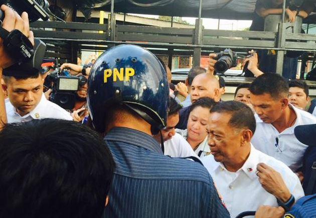 Vice President Jejomar 'Jojo' Binay at the Makati City Hall (Ruel Perez / Twitter)