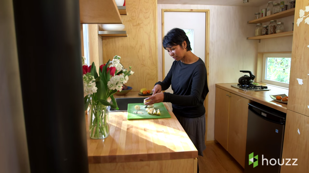 Vina in her kitchen (screenshot from Houzz video)