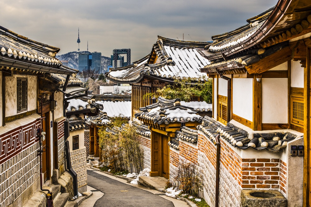 Bukchon Hanok historic district in Seoul, South Korea (Sean Pavone / Shutterstock)