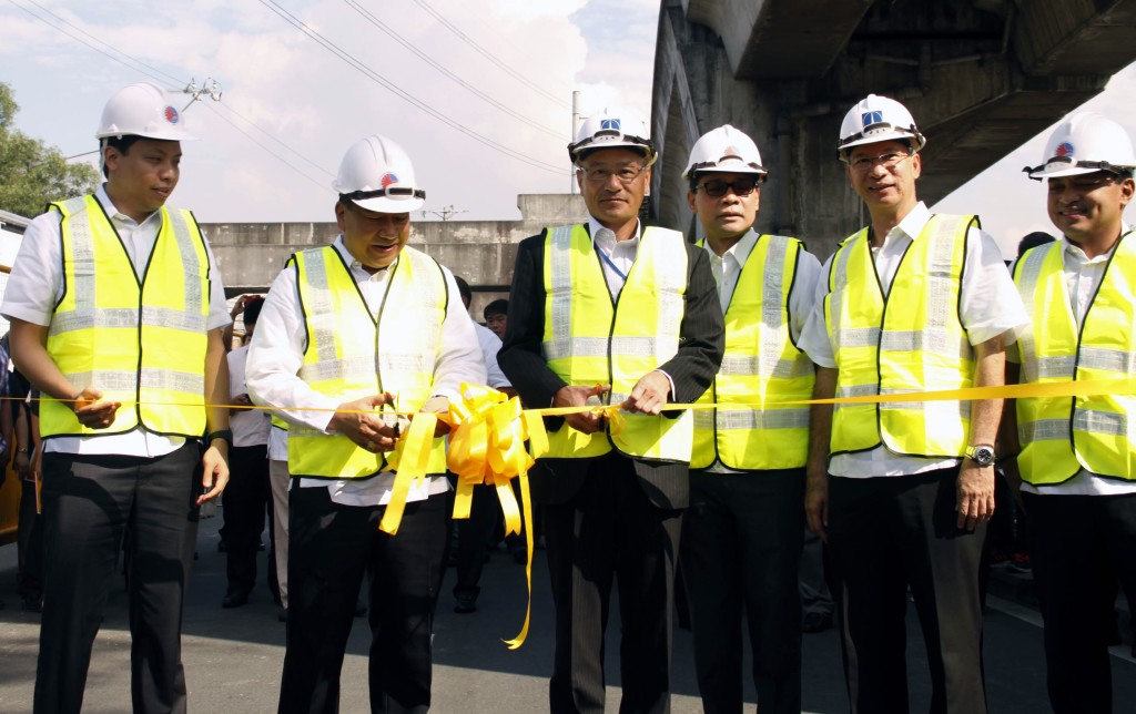 Department of Transportation and Communications (DOTC) Undersecretary Julianito G. Bucayan Jr. (2nd from left) leads the ribbon-cutting ceremony during the groundbreaking for the construction of the Light Rail Transit (LRT) Line 2 East extension project to Masinag in Antipolo City on Tuesday (June 9, 2015). The PhP2.27-billion LRT-2 Masinag extension project will add 4.2 kilometers to the existing line from Recto Ave. in Manila to Santolan, Pasig City. Also in photo at the groundbreaking ceremony along Marcos Highway in Santolan, Pasig City were Antipolo City Mayor Casimiro Ynares III, Japan International Cooperation Agency (JICA) Chief Representative Noriaki Niwa, Antipolo Rep. Roberto Puno, Marikina Mayor Del de Guzman, and Light Rail Transit Authority (LRTA) Administrator Honorito Chaneco. (PNA photo by Joey O. Razon)