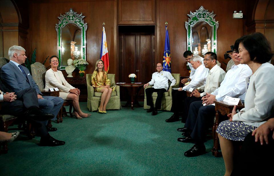 President Aquino welcomes Queen Máxima of the Netherlands during the Courtesy Call in Malacañan Palace. (Malacañan Photo Bureau)
