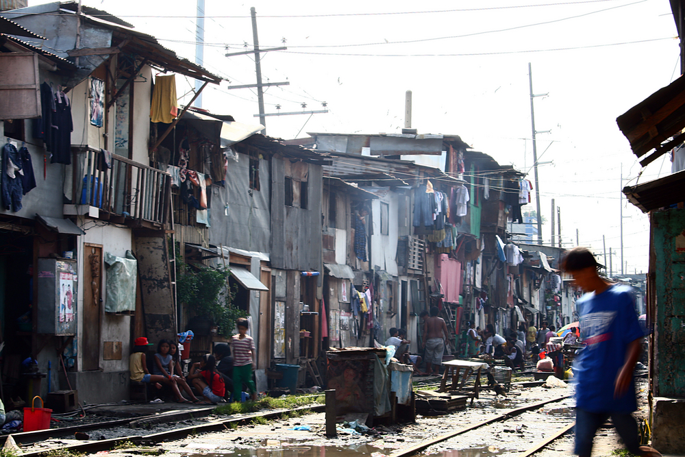 Slum area in Manila, Philippines (Shadow216 / Shutterstock)