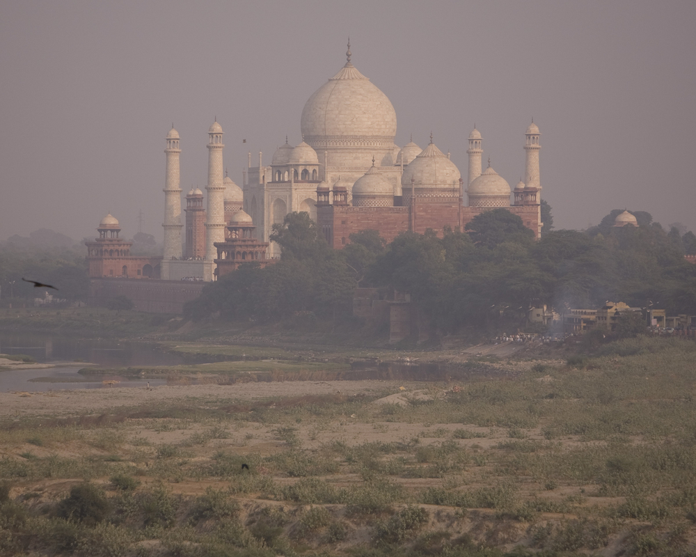 The Taj Mahal as seen through a thick veil of smog (shutterstock)