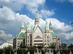 The 7,000 seater Iglesia ni Cristo Central Temple in Quezon City, Philippines (JGCanlas / Wikimedia Commons)