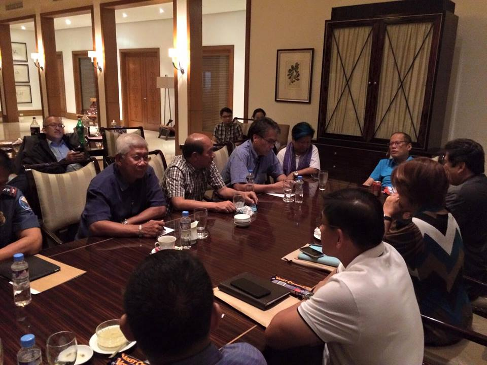 President Aquino meets with his Cabinet members to discuss the INC situation (Photo: Manuel Quezon III / Facebook)