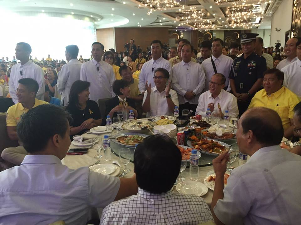 """In a much larger ""gathering of friends"" in San Juan, local and national government officials show their support for Daang Matuwid."" (Photo and caption courtesy of Mar Roxas' official Facebook page)"