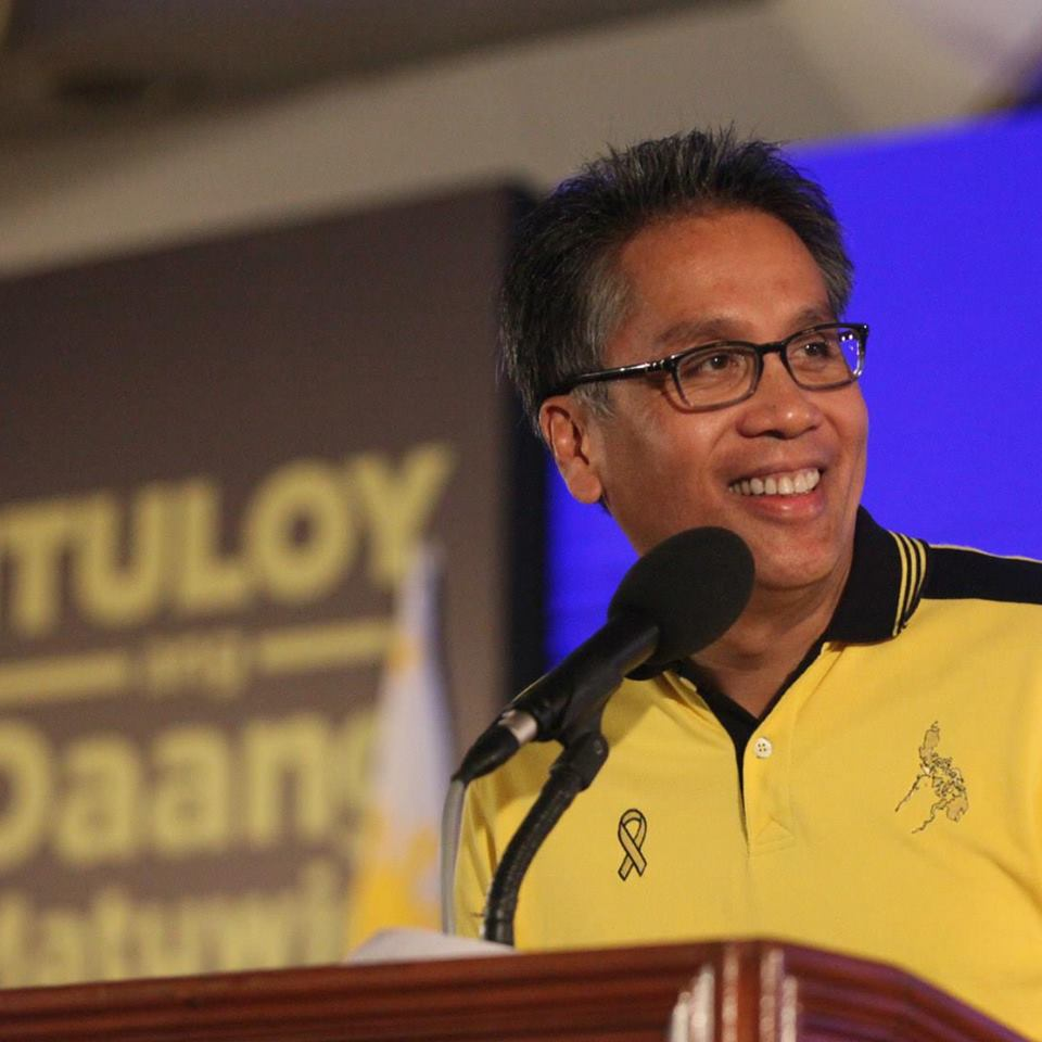 "Liberal Party (LP) standard-bearer Manuel ""Mar"" Roxas II (Photo from Roxas' official Facebook page)"