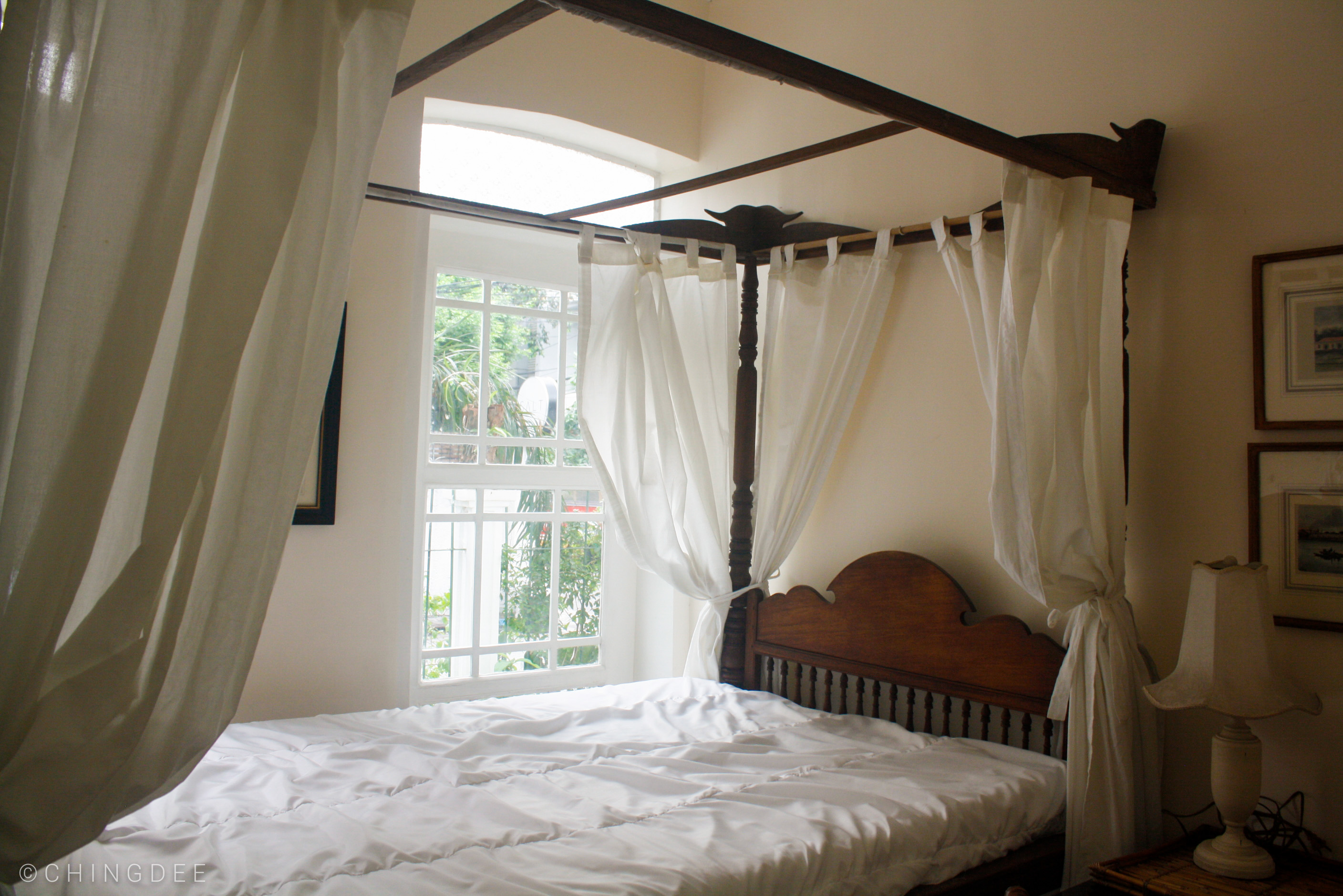 The four-poster antique bed in Room 1