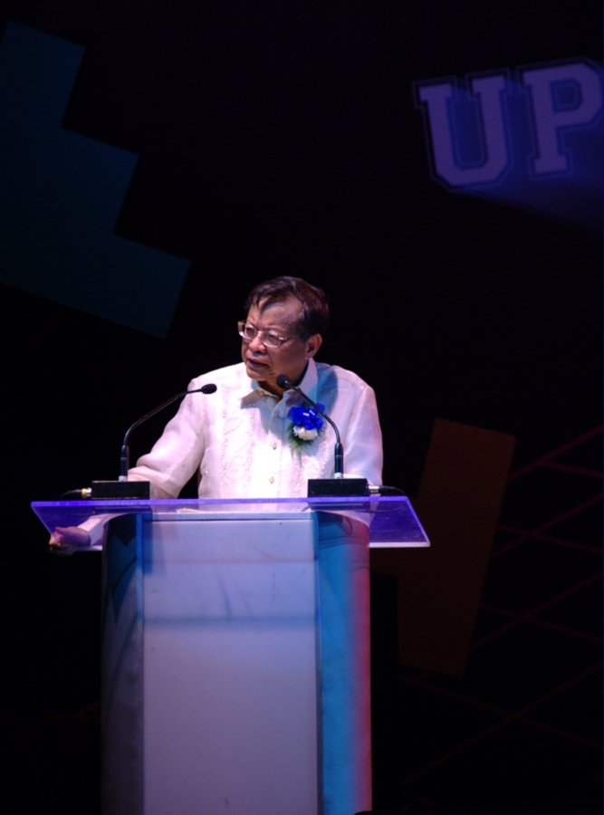 Former Chief Justice Reynato Puno speaking at a U.P. Law alumni homecoming (Photo from Wikipeda/Anyo Niminus)