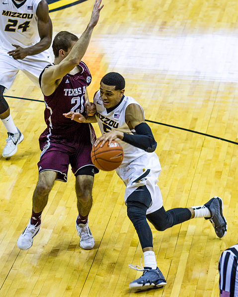 Lakers guard Jordan Clarkson sprints past A&M's Don Thomas. (Photo from Wikipedia/Mark Schierbecker)