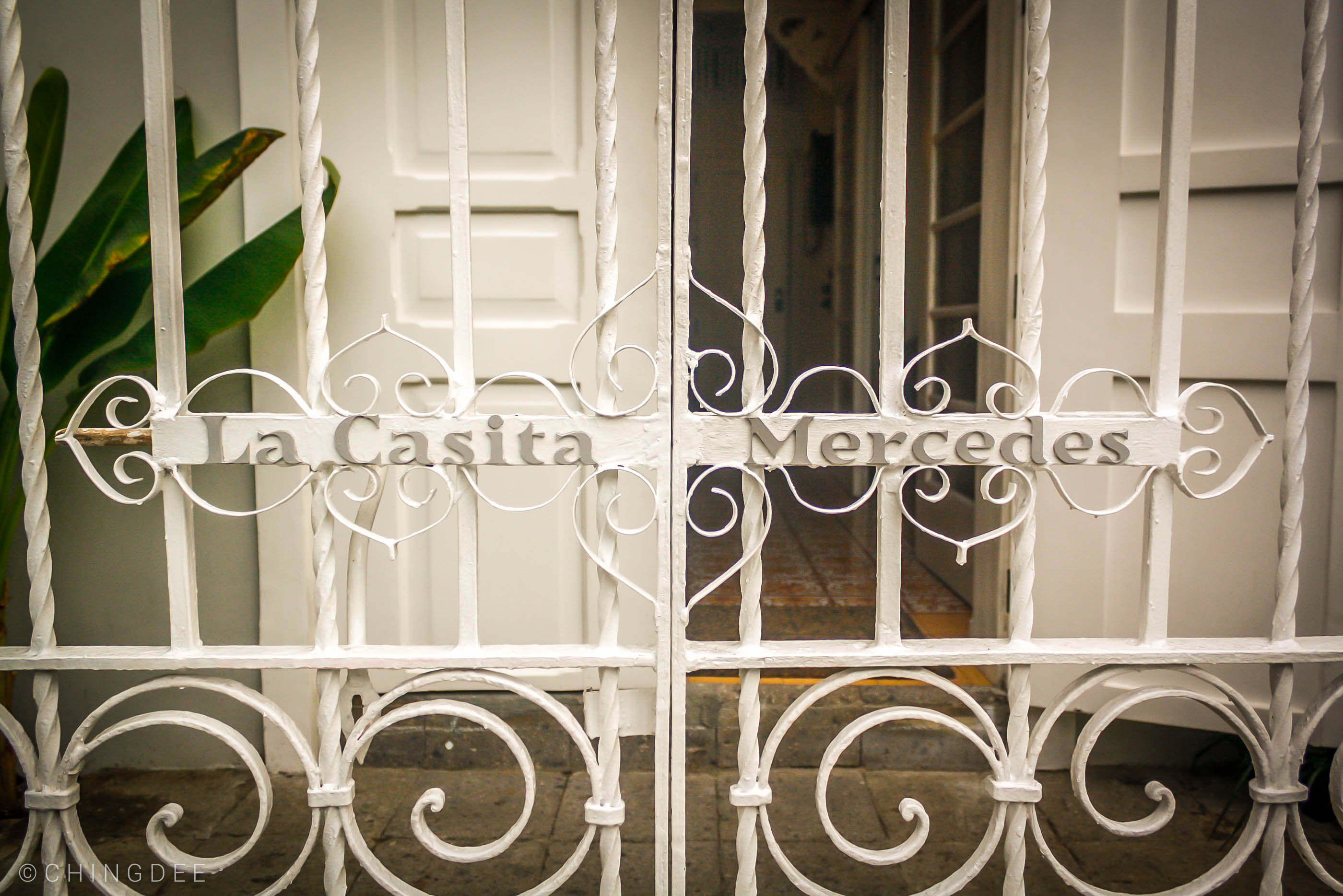 La Casita Mercedes' front gate