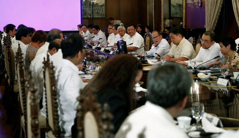 "President Benigno ""Noynoy"" Aquino III presides over a Cabinet Meeting at the Aguinaldo State Dining Room of the Malacañan Palace. 2015. (Photo by Malacañang Photo Bureau/Gil Nartea)"
