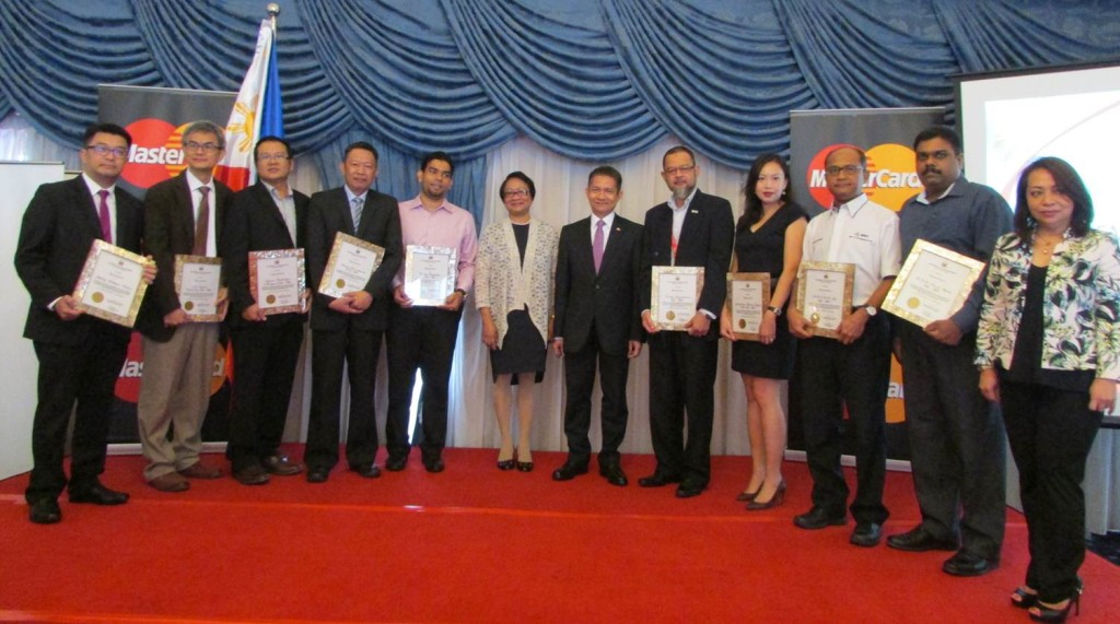 Labor and Employment Secretary Rosalinda Dimapilis-Baldoz and Ambassador J. Eduardo Malaya (sixth and seventh from left, respectively) join the officials of the model employers in Malaysia after they were bestowed plaques of recognition. (Photo from the Philippine Embassy)