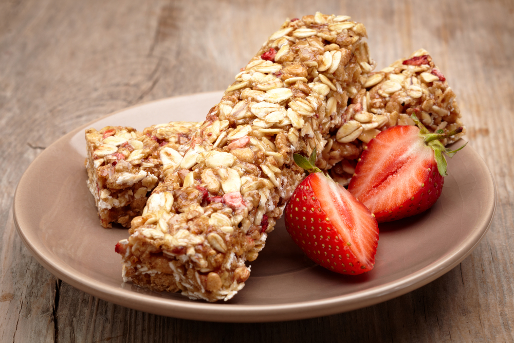 peanut butter and jelly granola bars (shutterstock)