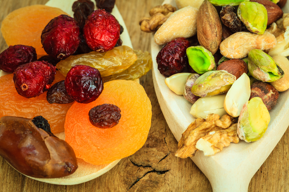 Dried assorted fruits and nuts (shutterstock)