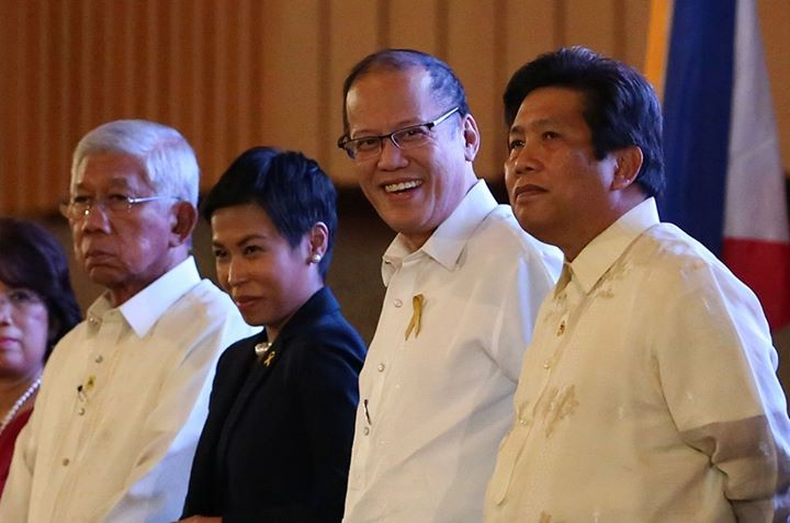 President Noynoy Aquino (second from right) and Communications Secretary Sonny Coloma (right)  (Photo from Aquino's official Facebook page)