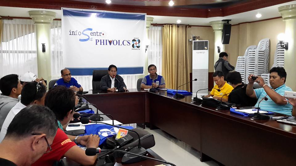 InfoSentro sa PHIVOLCS goes to Tandag City, Surigao del Sur. Press briefing hosted by the Provincial Governor's Office of Surigao del Sur. Conference hall, PGO. Director Renato Solidum, Jr with Provincial Administrator Mr. Efren Rivas, Jr and PDRRMO Mr. Abel de Guzman.  (Photo from PHIVOLCS' Facebook page)