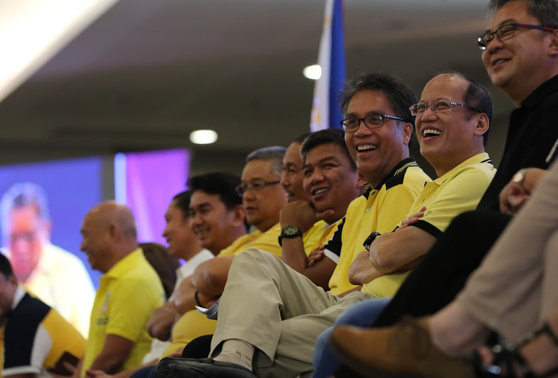 "President Benigno S. Aquino III graces the LP event, ""A Gathering of Friends"" at  Function Room 1 of the SMX Convention Center in Agdao District, Davao City on Wednesday (September 09). Also in photo is  Interior and Local Government Secretary Manuel Roxas II, Davao del Norte Governor Rodolfo del Rosario, Gov.Toto Mangudadatu and ARMM Gov.Mujiv Hattaman. (Photo by Benhur Arcayan/ Malacañang Photo Bureau)"