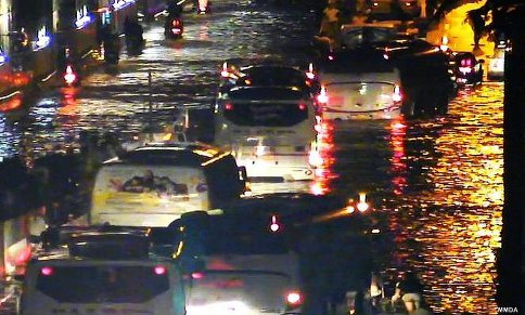 Vehicles on a standstill on flooded EDSA (Photo form MMDA)