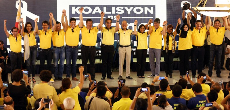 """Liberal Party (LP) chairman President Benigno """"Noynoy"""" Aquino III raises the hands of the administration Senate slate for the 2016 national elections during the Koalisyon ng Daang Matuwid: Ang Pagpapakilala at the Sala B of the Balay Expo Centro Building in EDSA corner McArthur Avenue, Araneta Center, Cubao, Quezon City on Monday (October 12, 2015). The 12 senatorial bets includes COOP NATCCO party-list Representative Cresente Paez; Philippine Health Insurance Corporation (PhilHealth) director and former Akbayan party-list Representative Ana Theresia """"Risa"""" Hontiveros-Baraquel; former Technical Education and Skills Development Authority (TESDA) Director General Emmanuel """"Joel"""" Villanueva; former Energy Secretary Jericho Petilla; Senator Ralph Recto; Senate President Franklin Drilon; former Senator and former food security czar Francis """"Kiko"""" Pangilinan; former Justice Secretary Leila de Lima; Interior and Local Government Assistant Secretary for Muslim Affairs and Special Concerns Nariman Ambolodto; Senator Teofisto """"TG"""" Guingona III; and Tourism Infrastructure and Enterprise Zone Authority (TIEZA) general manger and chief operating officer Mark Lapid. Also in photo are LP Presidential Candidate former DILG Secretary Manuel """"Mar"""" Roxas II; and LP Vice Presidential Candidate Camarines Sur 3rd District Representative Maria Leonor """"Leni"""" Robredo. (Photo from the Malacañang Photo Bureau/Joseph Vidal)"""